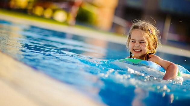 como-ensec3b1ar-a-nadar-a-los-peques1-6078338