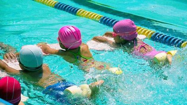 como-ensec3b1ar-a-nadar-a-los-peques2-2326801